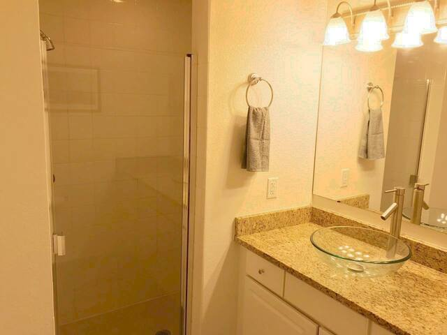 Shower  stocked with Shampoo/Conditioner/Body wash always