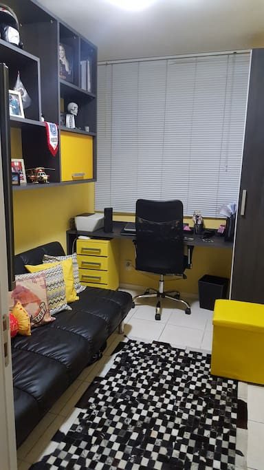 Home officce with sofa bed
