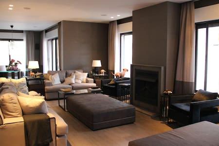 Unmatched Designer Penthouse - Amman - Apartemen