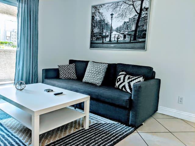 A09 - Modern One Bedroom! Walk to Strip! Sleeps 4