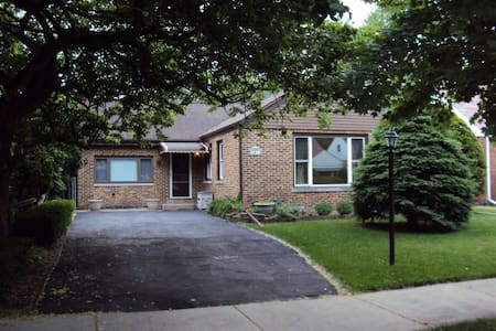 Cozy, comfortable and convenient housing/room - Skokie - Haus