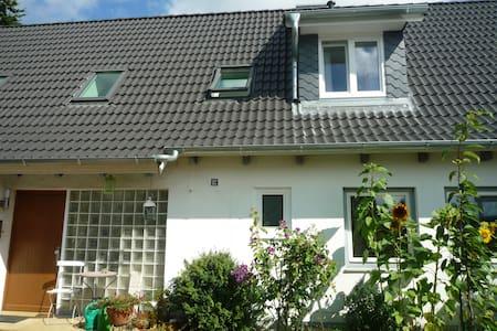 Ruhige, helle FeWo in Seenähe - Ratzeburg - Huis
