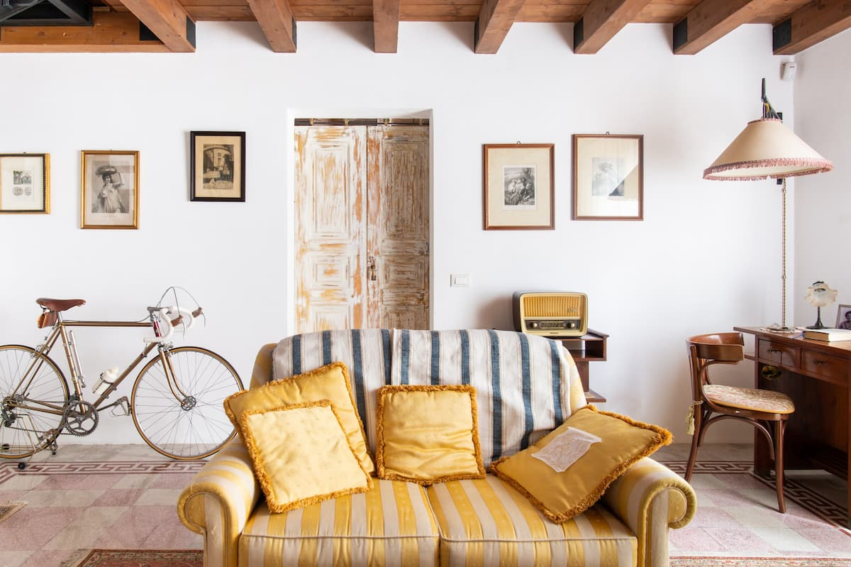 Villa con arredi caratteristici e giardino di agrumi siciliani in città