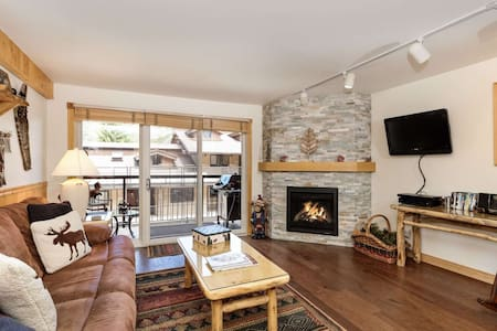 Crestwood Condo Slopeside - Snowmass Mountain. Outdoor Pool, Hot Tubs, Balcony. Parking, On Shuttle
