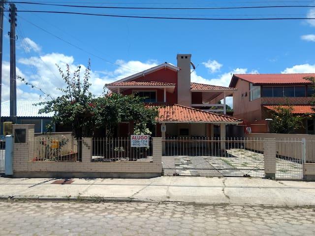 Casa da Maria - Praia da Pinheira (1º Andar)