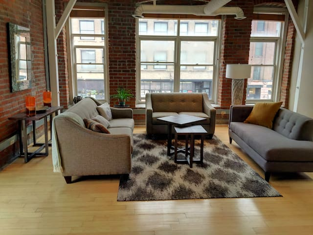 Charming downtown, Old Market Loft on Howard St.