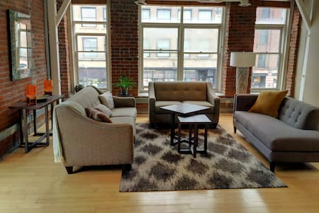 Charming downtown, Old Market Loft on Howard St. - Omaha
