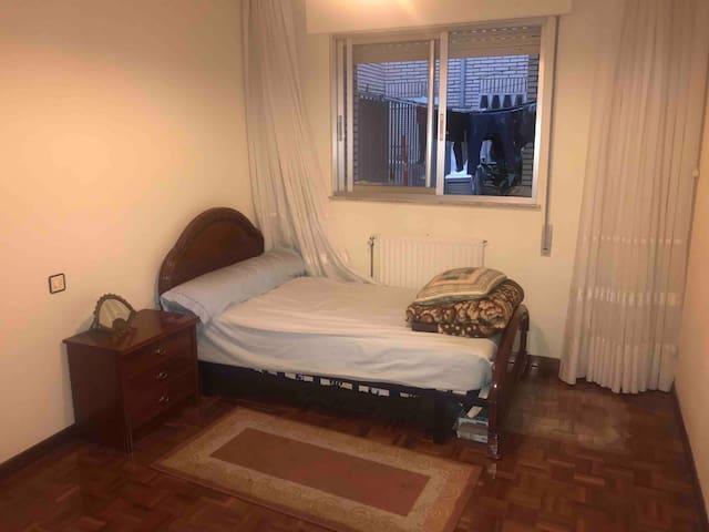 Habitación muy cómoda, tranquila y céntrica.
