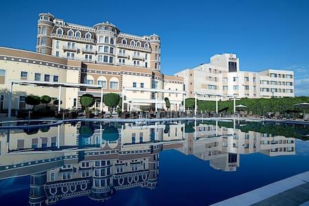 Роскошный пятизвездочный отель! - Bishkek