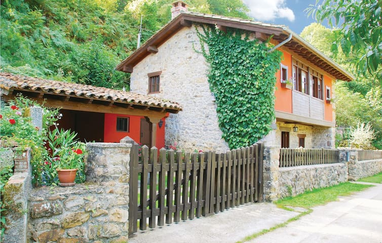 Holiday cottage with 3 bedrooms on 90 m² in Villamayor
