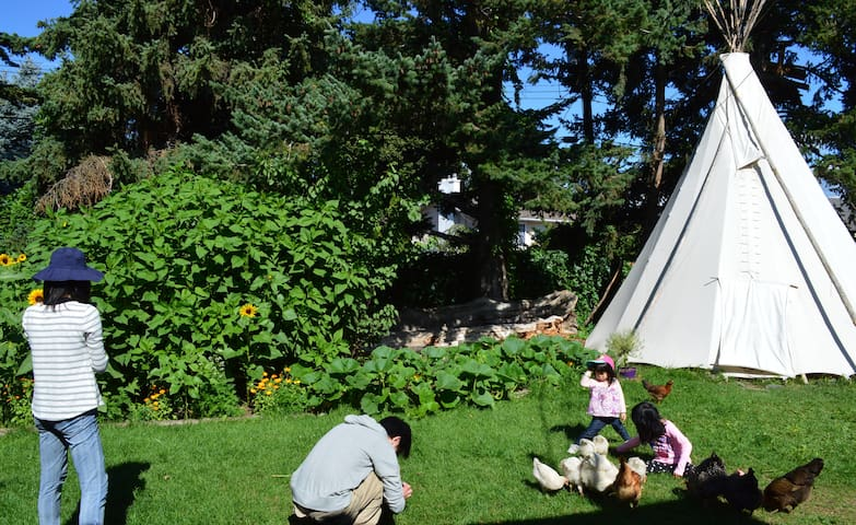 PRIVATE teepee with breakfast & farm table dinner