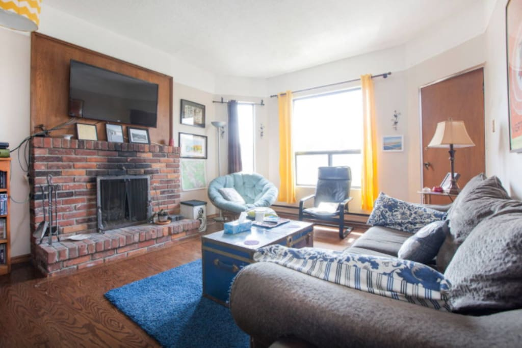 Living room. A great relaxing space that you're free to use during your visit!