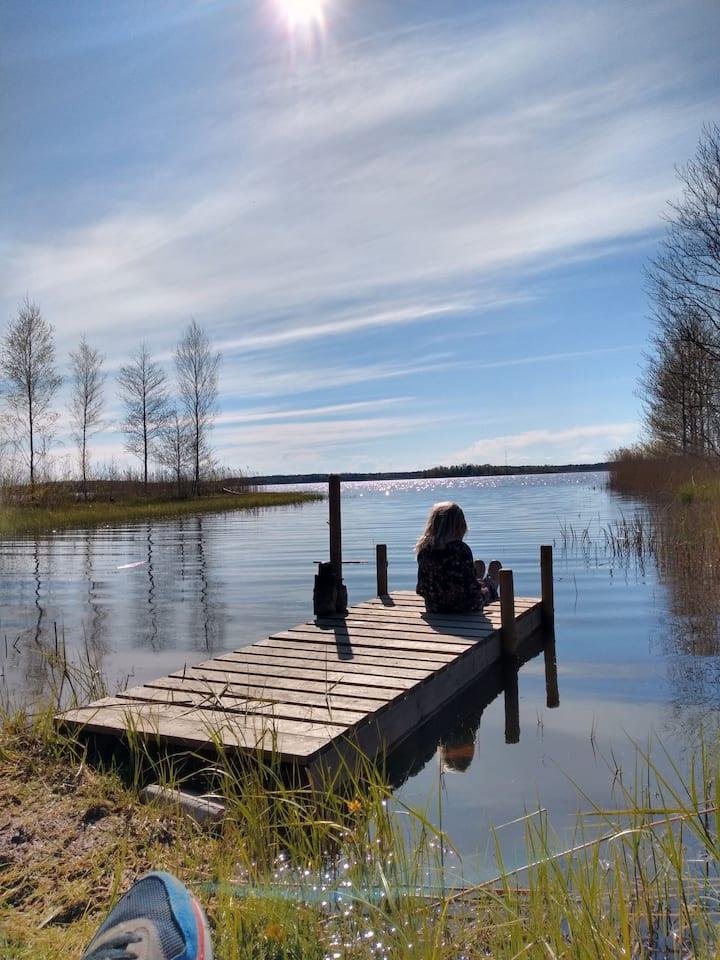 Stuga med underbart läge vid Vänern!