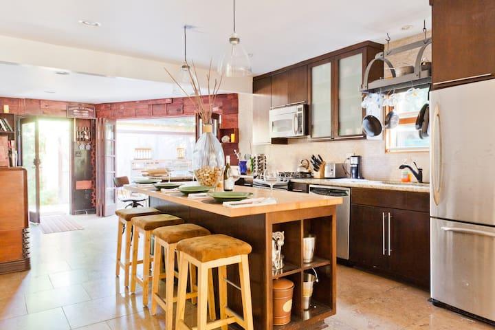 Cozy, Rustic Venice/MDR 3 Bd Home