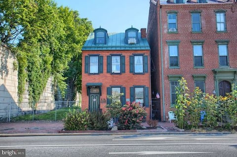 Historic 5 Bedroom Victorian close to everything!