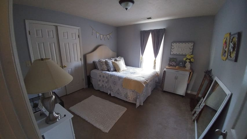 Cozy and clean room near Nashville!