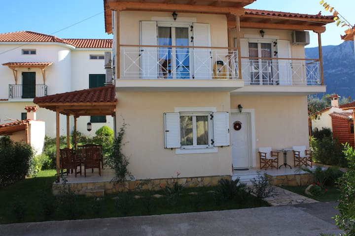 Villa Niriides - Diakopto - บ้าน