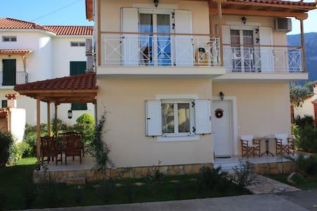 Villa Niriides - Diakopto - Hus