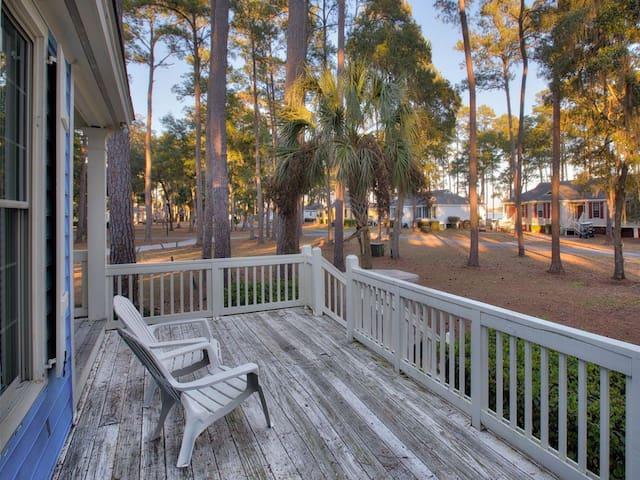 """Bliss Cottage"" Close to Beach & Free Cart!"