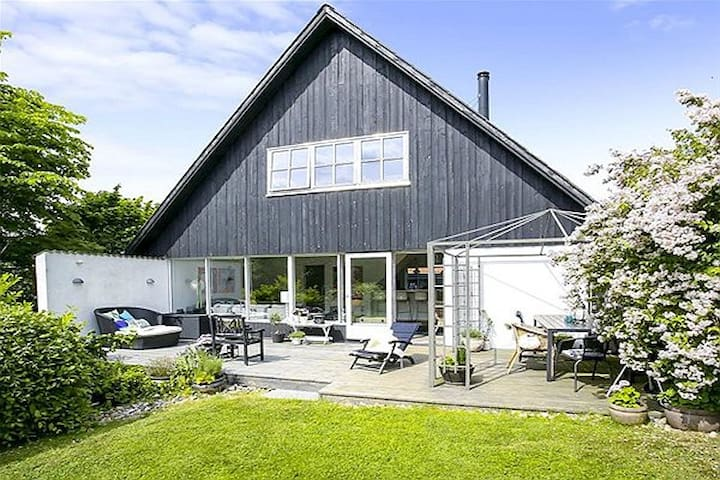 Odense Oasis Close to Fields and Forrest - Odense - House