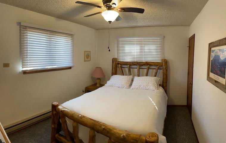 1st Lower Bedroom. Queen Bed