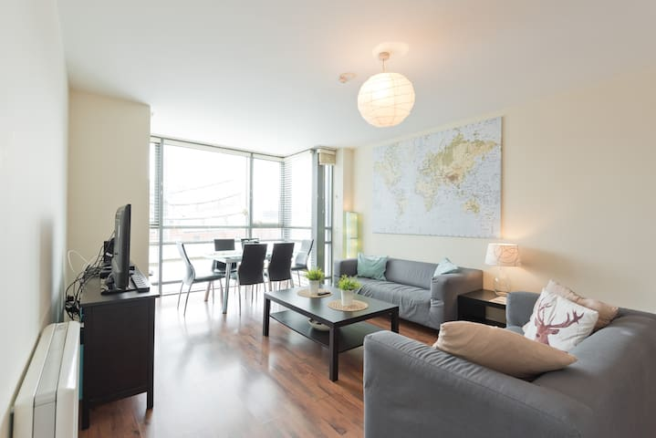 CENTRAL DUBLIN - SMITHFIELD LARGE 2 BED 2 BATH APT