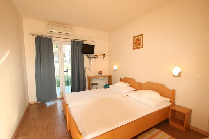 Cozy room in Porec city entrance