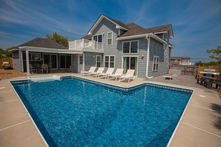 Anchor Down: Anchor Down Trendy tranquility in 5 bedroom home, steps from beach access