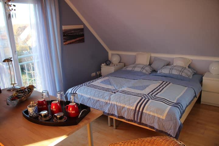 Dachbodenzimmer mit eig. Bad nahe Isar/Flughafen