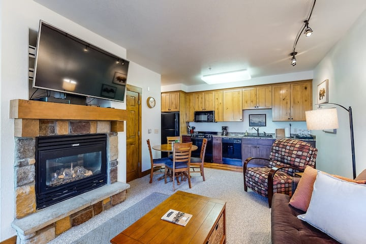 Lovely Mountain Condo near ski lifts and hiking trails