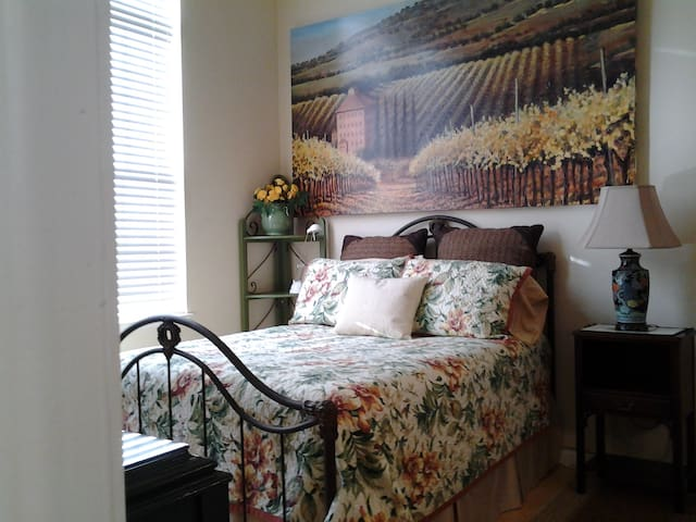 Executive In-Law Suite. Furnished. - Novato - Apartment