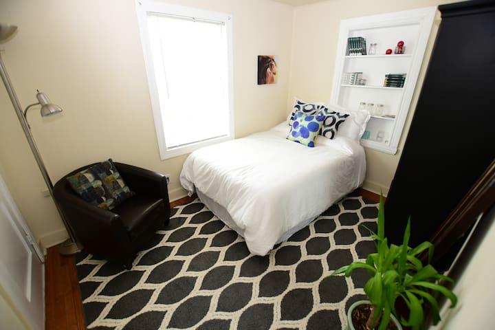 Freshly redone room near UK, hospitals, & downtown