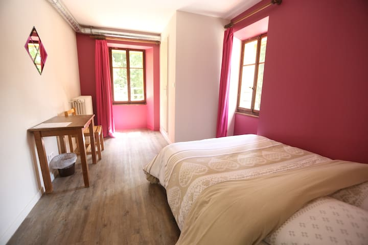 Cosy double room in our chalet - Châtel - Bed & Breakfast