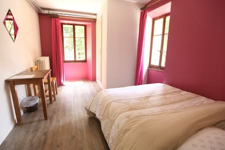 Cosy double room in our chalet - Bed & Breakfast