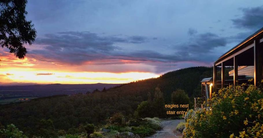 Cherokee Cabins- sensational mountain retreat - Mount Macedon