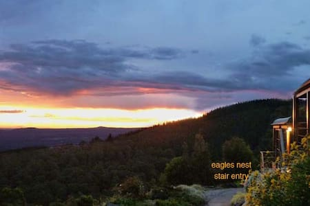 Cherokee Cabins- sensational mountain retreat - Mount Macedon - Srub