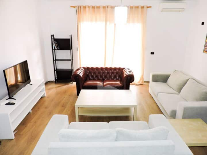 Huge Cozy Apartment close to Scanderbeg Square
