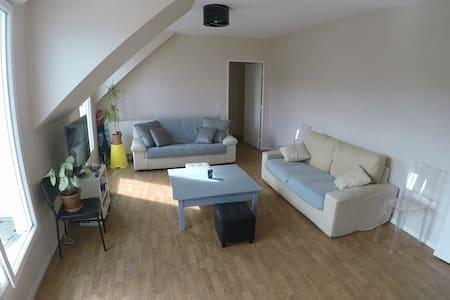 Appartement 100 m2, F4 Terrasse proche Paris - Le Plessis-Robinson - Lägenhet