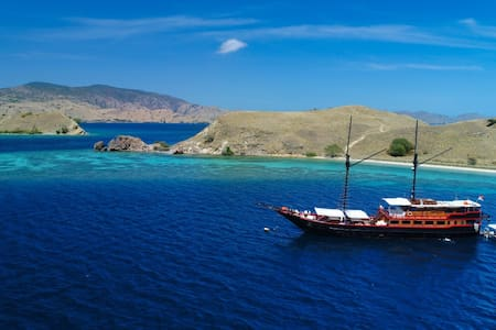 Komodo Islands at Samata Luxury Liveaboard