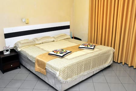 Cheap Holiday Home Rooms  Negombo - Wattala Beach