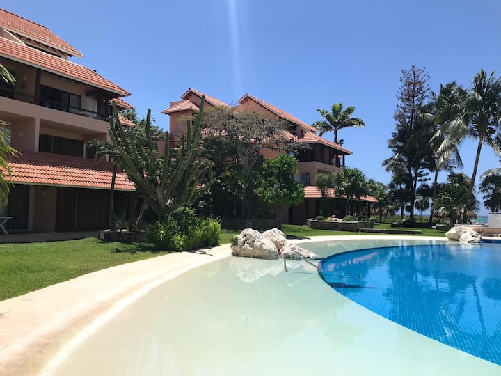 Lovely Condo w/ PRIVATE beach & pools Chac Hal Al