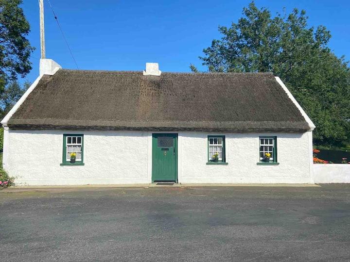 Cranfield Cottage-quaint, country, thatched haven.