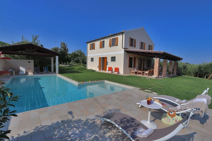 Adriatic coast, private Villa, pool, Le Marche