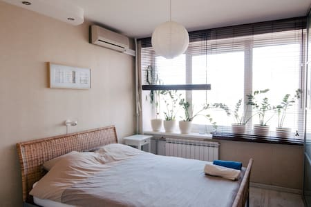 Cozy private room w/WiFi at metro - Sankt-Peterburg - Apartment