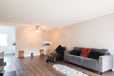 Comfy chase in  beautiful 4 bed villa n the valley - Los Angeles