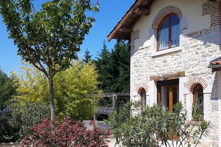Petit duplex dans une ancienne ferme (2x20m²) - Saint-Rémy - บ้าน