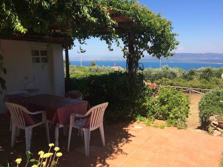 'Sea View Cottage'swimming pool,parking and relax