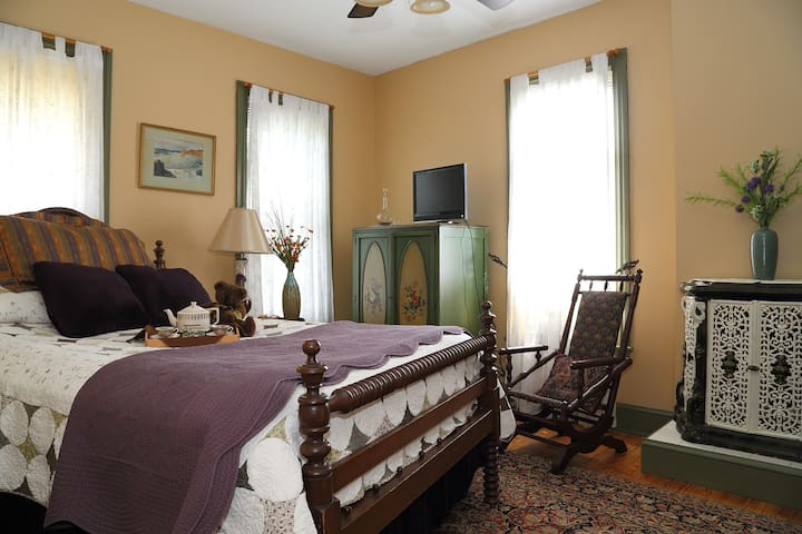 Topaz Room- Amethyst Inn B&B - Adamstown - Bed & Breakfast