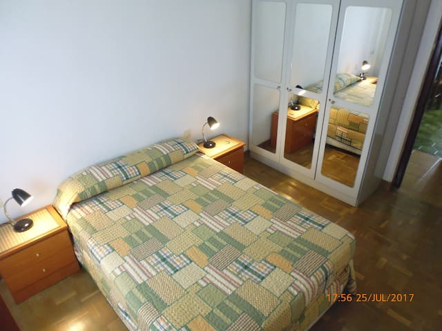 AUZOLAN: Room in Pamplona 3 (UAT00651)