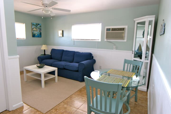 Renovated apts just a 2-minute walk to the beach! - Sarasota - Apartment